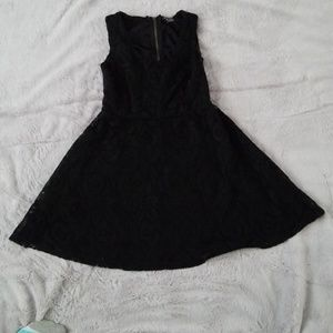 Girl's lace party dress